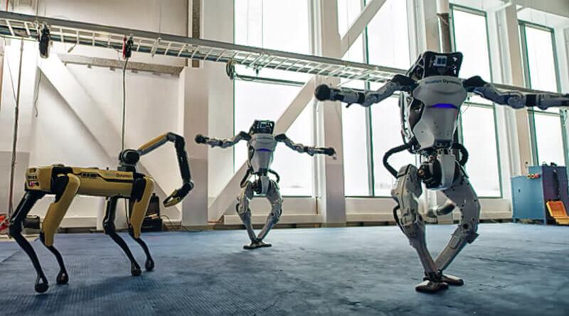TAŃCZĄCE ROBOTY